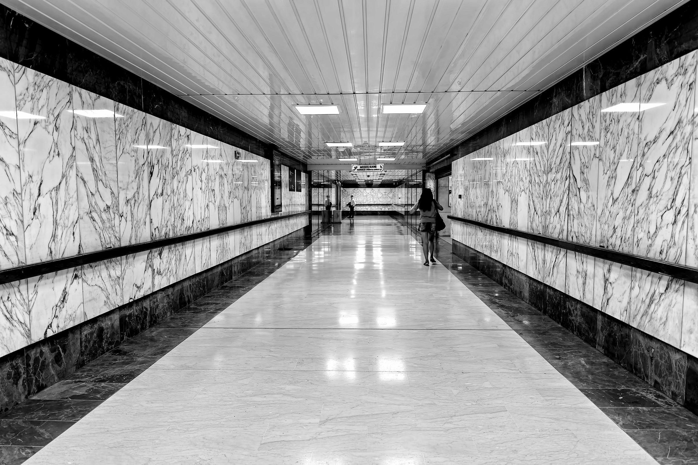 In the sub-passage of the Monte-Carlo station...